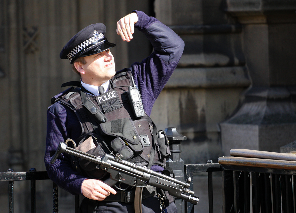 Bewaffneter Polizist in London