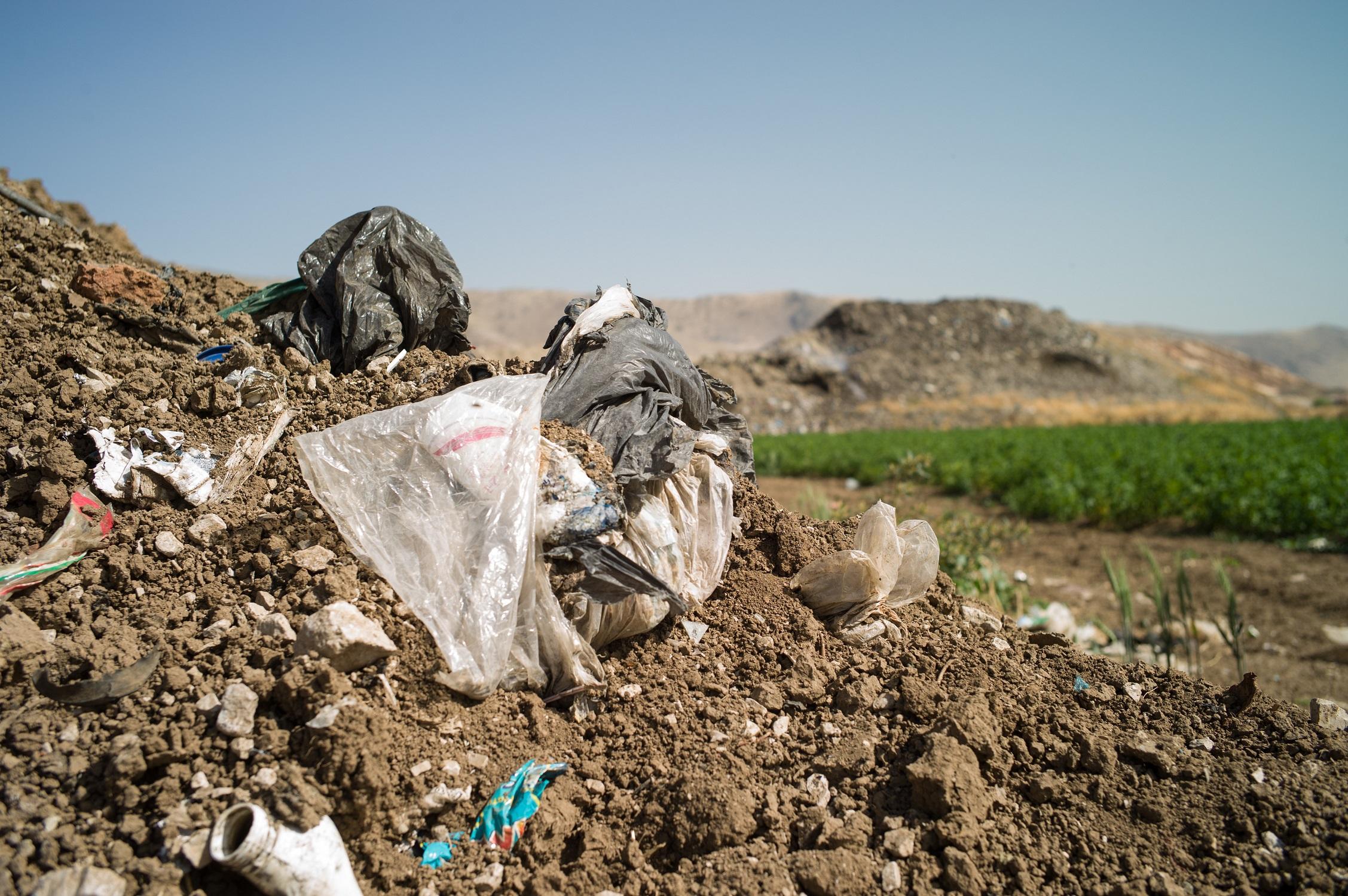 Müllberg im Libanon