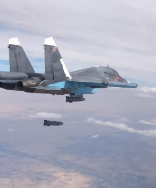 Eine russische Su-34 bombardiert Ziele in Syrien. Screenshot: Mil.ru